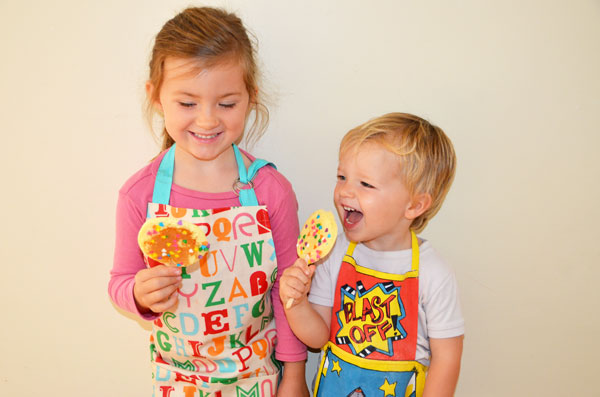 kids-eating_pops